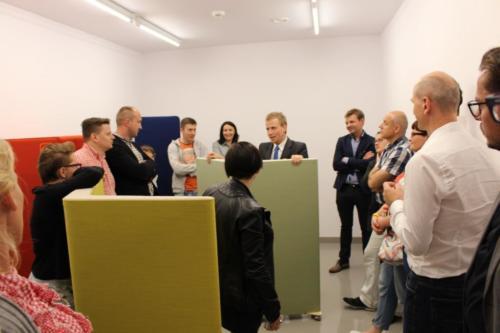 Doświadczenia akustyczne w showroomie firmy Bejot