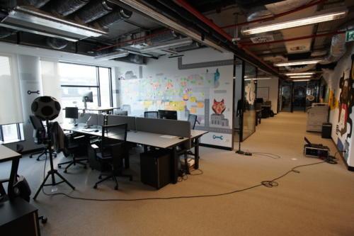 Pomiar izolacyjności akustycznej ściany w biurze