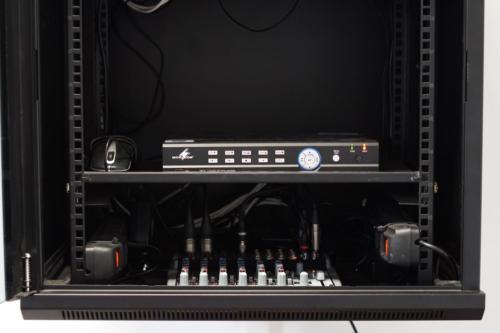 Mikser audio w szafie teletechnicznej